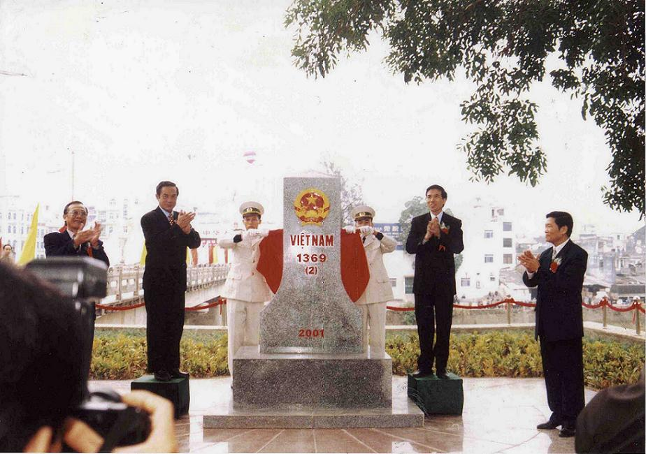 Ceremony of first landmark at Mong Cai International border gate