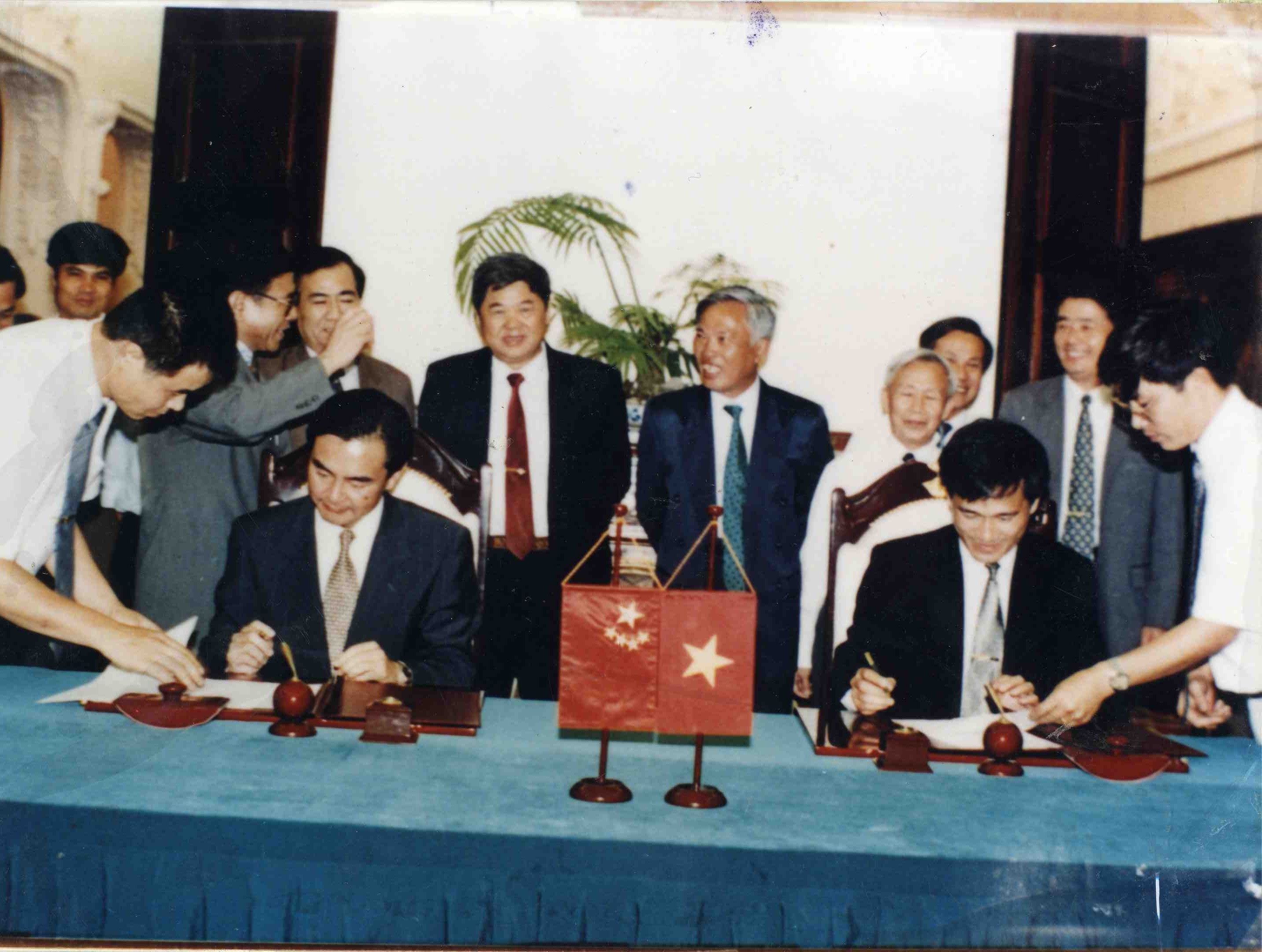 Signing ceremony of the drawing of Viet Nam - China land borders