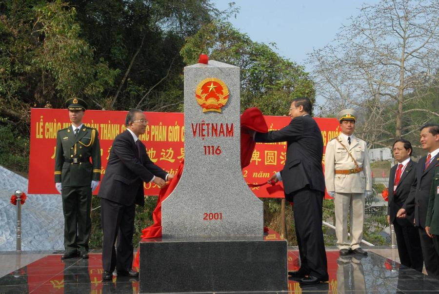 Inauguration of landmark No. 1116 at Huu Nghi International Border gate, Lang Son, February 23rd 2009