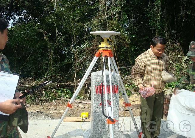 Đội cắm mốc đo GPS hai tần tọa độ độ cao cột mốc