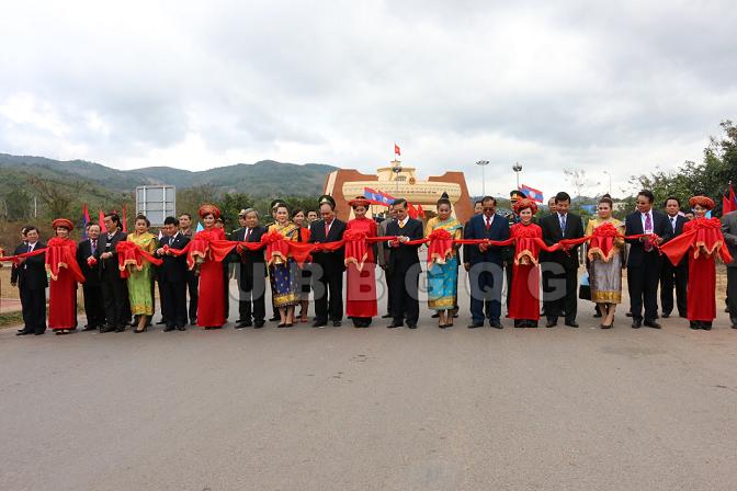 """Lễ khai trương thực hiện mô hình kiểm soát """"Một cửa, một lần dừng"""" tại Cửa khẩu quốc tế Lao Bảo - Đen Sa Vẳn."""