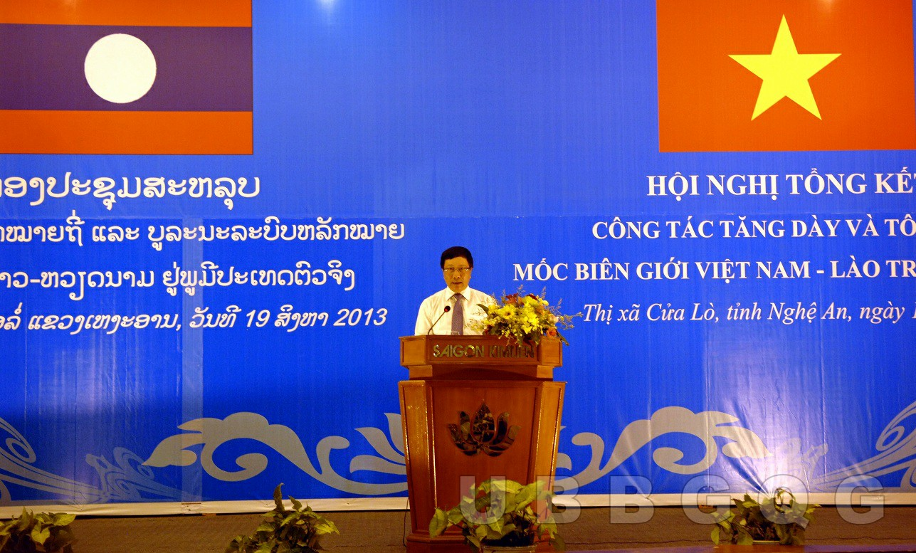 Phó Thủ tướng, Bộ trưởng Bộ Ngoại giao Việt Nam Phạm Bình Minh phát biểu tại Hội nghị tổng kết công tác tăng dày và tôn tạo mốc biên giới Việt Nam – Lào trên thực địa, năm 2013.